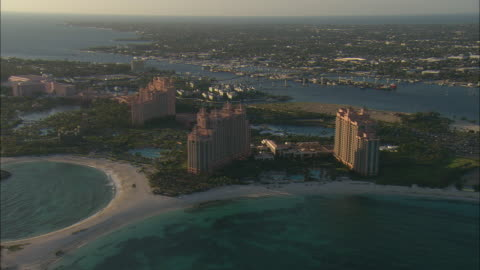 vidéos et rushes de aerial paradise island and atlantis resort with city of nassau in background, bahamas - palace