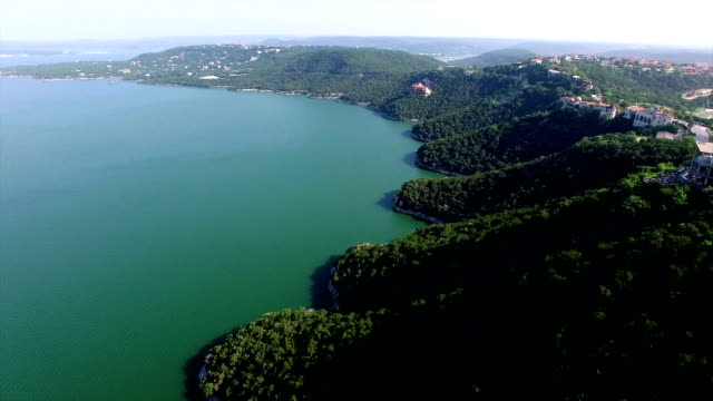 paradise over lake travis flying forward over large hillside and turquoise blue summer time waters below - turquoise coloured stock videos & royalty-free footage