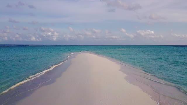 vídeos y material grabado en eventos de stock de banco de arena paradisíaco en maldivas - punto de vista aéreo - el cielo