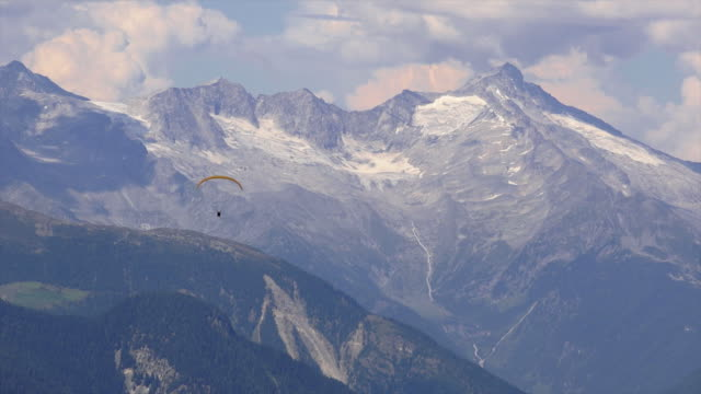 paraglider in front of high mountain range - paragliding stock videos & royalty-free footage