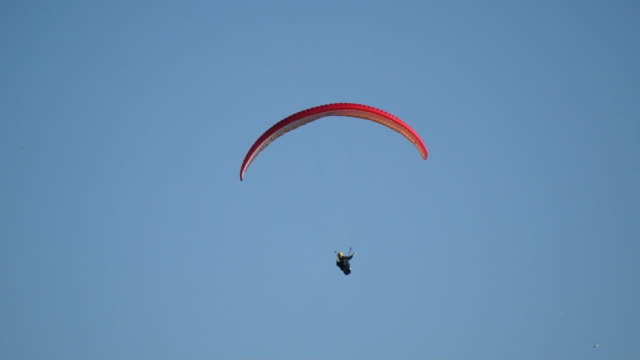 paraglider moving through the frame - paragliding stock videos & royalty-free footage
