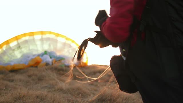 hd: paraglider preparing parachute - paragliding stock videos & royalty-free footage