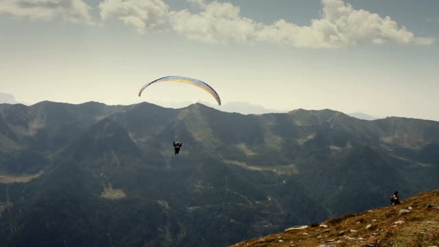 paraglider taking off - paragliding stock videos & royalty-free footage