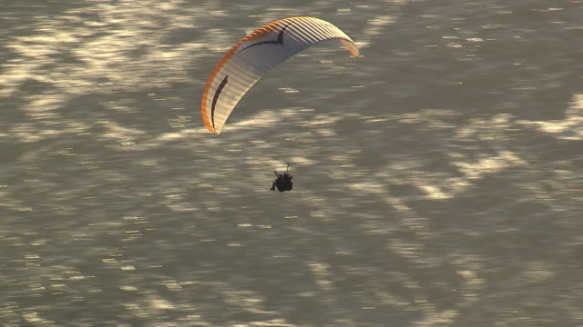 paragliders soaring over the ocean - paragliding stock videos & royalty-free footage