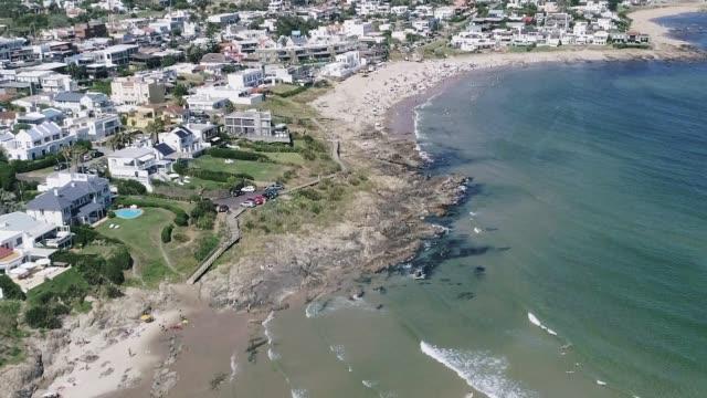 paragliding over la barra beach, punta del este city, uruguay - 鎮静薬点の映像素材/bロール