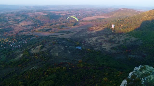 ws pan pov paragliding pilot in the mid-air, flying, cross country pilot, extreme sports, adventure - paragliding stock videos & royalty-free footage