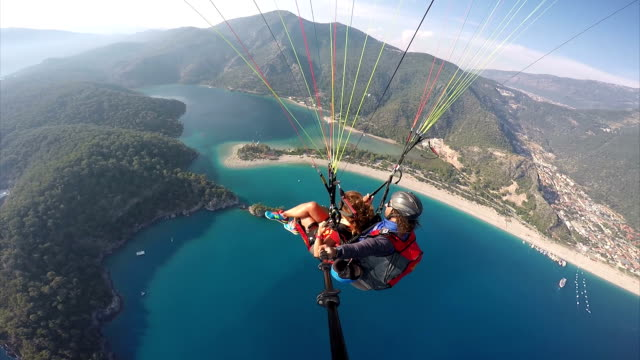 paragliding. (zero retouche) - turchia video stock e b–roll