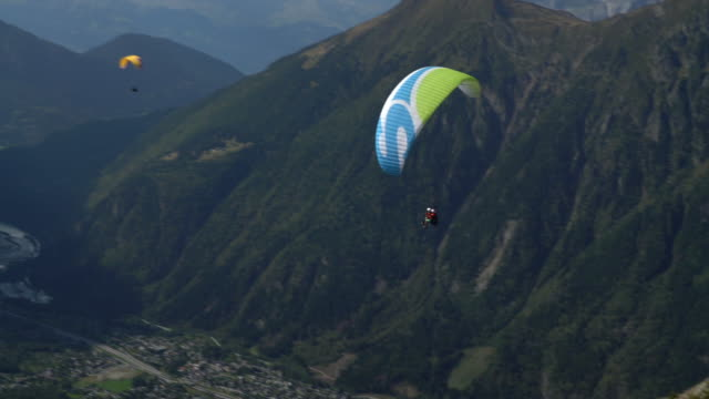 vidéos et rushes de paragliding-taking off - parapente