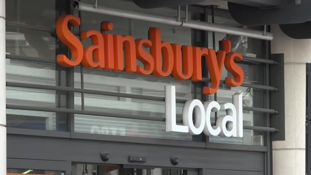 vídeos de stock e filmes b-roll de paralympic skiing champion stopped from taking guide dog into sainsbury's store england london holborn ext people outside sainsburys store sign... - sainsburys