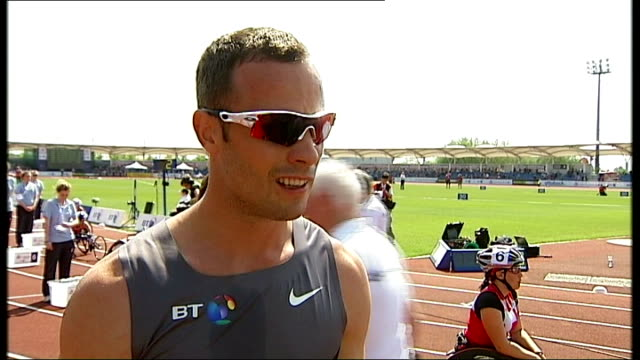 day one oscar pistorius interview sot side view of man receiving gold medal side view athletes posing with medals - オスカー・ピストリウス点の映像素材/bロール