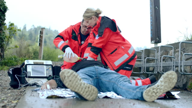 ws paramedic team performing a cpr - paramedic stock videos & royalty-free footage