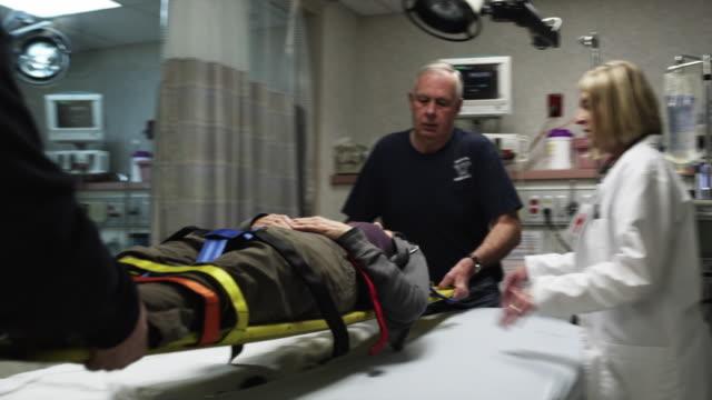 ms paramedics placing patient on hospital bed / payson, utah, usa - ペイソン点の映像素材/bロール