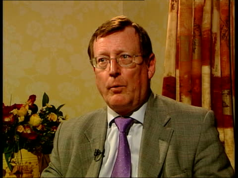 vídeos de stock e filmes b-roll de paramilitary ceasefires; london: ext david trimble mp along to building with other david trimble mp interviewed sot - he needs to put in place some... - back lit