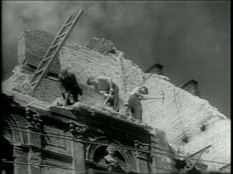 stockvideo's en b-roll-footage met / paramount newsreel / repairing wartorn warsaw poland / footage across the bombed out city / men cleaning up debris at bombed out buildings / - 1946