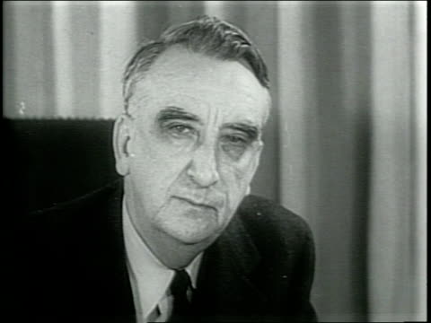 / paramount newsreel / truman's appointees / outside the united states supreme court / footage of fred vinson in an office, he has been appointed... - narrating bildbanksvideor och videomaterial från bakom kulisserna