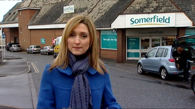 paranoid schizophrenic jailed indefinitely for supermarket knife attack ext reporter to camera general view somerfield supermarket exterior reporter... - schizofreni bildbanksvideor och videomaterial från bakom kulisserna