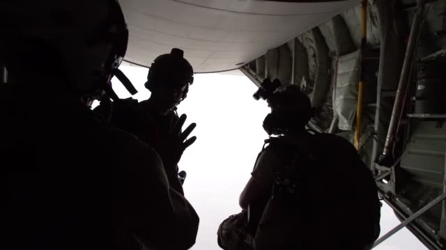 pararescuemen assigned to the 82nd expeditionary rescue squadron and u.s. marines, assigned to special purpose marine air-ground task force-crisis... - 円光点の映像素材/bロール