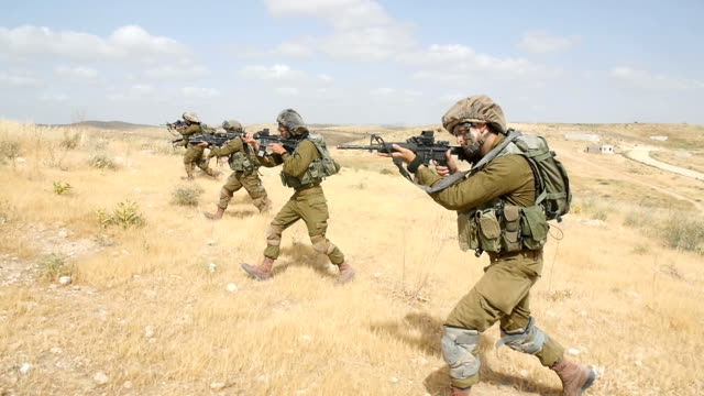 paratroopers / army soldiers in training, israel idf / slow motion - army stock-videos und b-roll-filmmaterial