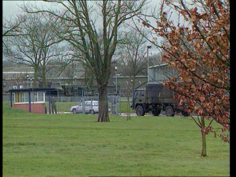 paratroopers who escaped prison for drunken assault punished by commanding officer r16089202 car and army lorry through parachute regiment base... - gefängnisausbruch stock-videos und b-roll-filmmaterial