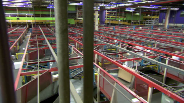 MS PAN Parcels being sorted on conveyor belts in  FedEx Depot / Memphis, Tennessee, United States
