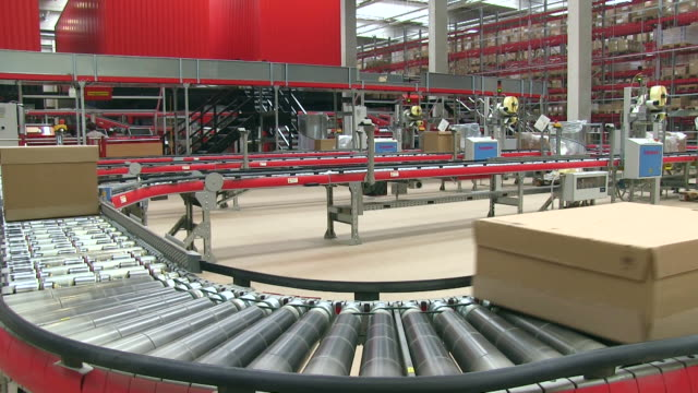 MS Parcels moving on rounded conveyor belts at warehouse of catalog company / Grossostheim, Bavaria, Germany