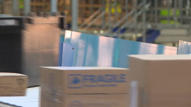 parcels on a conveyor belt in a yodel warehouse - manufacturing machinery stock videos & royalty-free footage
