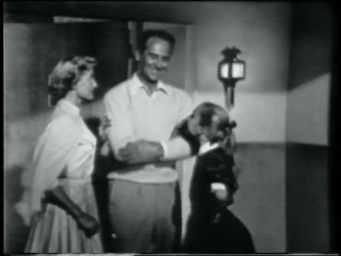 vídeos y material grabado en eventos de stock de b/w 1958 parents + daughter laughing - 1958
