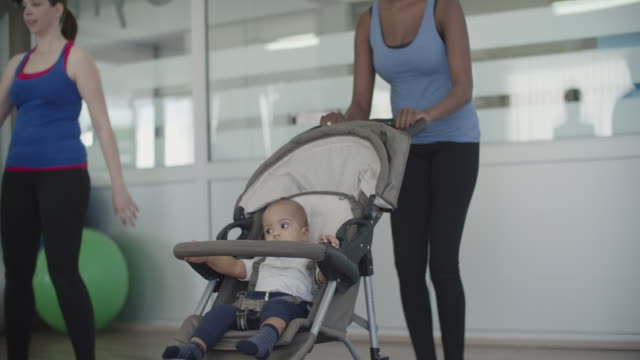 4k: parents exercising with their their babies in strollers. - three wheeled pushchair stock videos & royalty-free footage