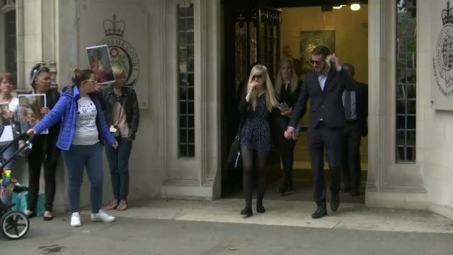 parents of terminally ill baby charlie gard present petition to great ormond street hospital t08061736 / 862017 connie yates and chris gard from the... - petition stock-videos und b-roll-filmmaterial