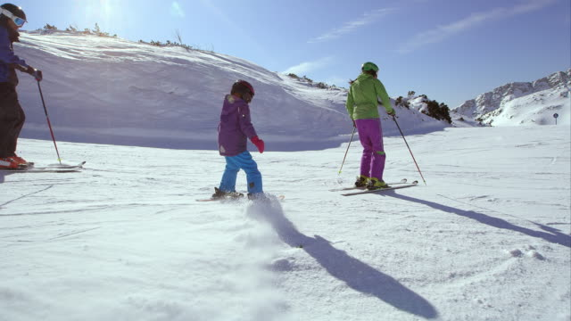 ts parents teaching their child skiing - ski holiday stock videos & royalty-free footage