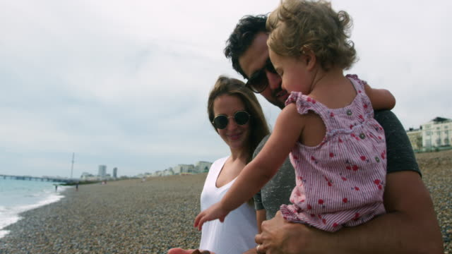 parents with daughter on beach - 12 17 months stock videos & royalty-free footage