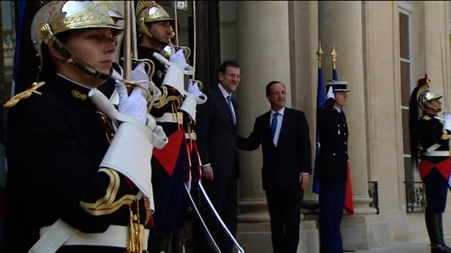 paris, 23 may .- spanish prime minister mariano rajoy arrived in paris on wednesday for key talks with new french president françois hollande, who... - träns bildbanksvideor och videomaterial från bakom kulisserna