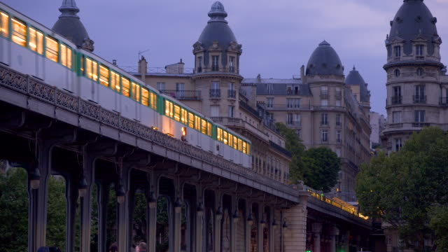 paris, aerial metro on le pont de bir hakeim - railway track stock videos & royalty-free footage