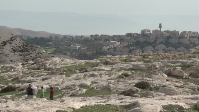 stockvideo's en b-roll-footage met paris and london called in israels envoys for consultations monday as the jewish state faced mounting diplomatic pressure over plans to build 3000... - oost jeruzalem