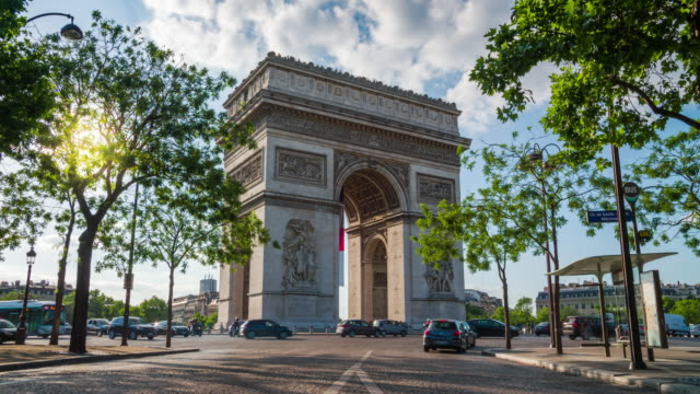 paris - arc de triomphe - 4k cityscapes, landscapes & establishers - arc de triomphe paris stock videos & royalty-free footage