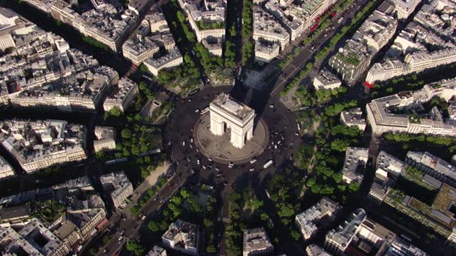 paris : arc de triomphe - avenue des champs elysees stock videos & royalty-free footage