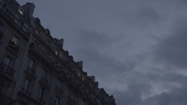 vídeos de stock, filmes e b-roll de paris at dusk - 2016