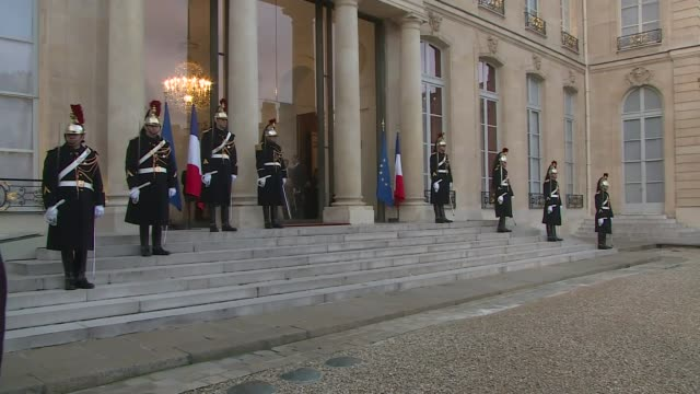 david cameron visits paris: arrivals and round table; france: paris: elysee palace: ext french and eu flags outside palace / french soldiers on duty... - palats bildbanksvideor och videomaterial från bakom kulisserna