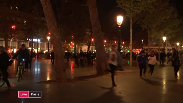 nervous atmosphere in city ****aston france paris place de la republique reporter to camera pan around as people run off in panic because of fear of... - terrorism stock videos & royalty-free footage