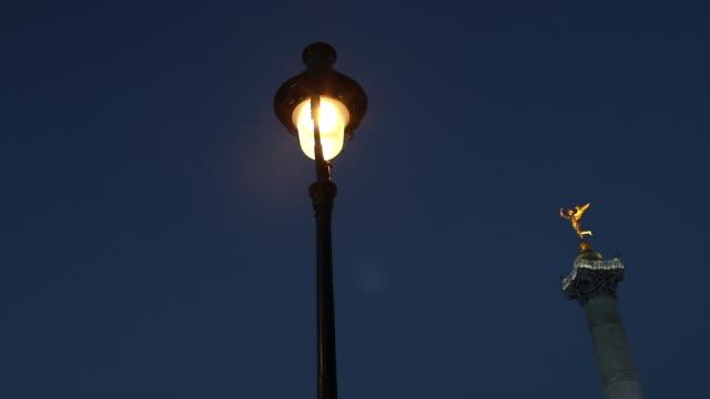 vidéos et rushes de paris. bastille's place - electric lamp