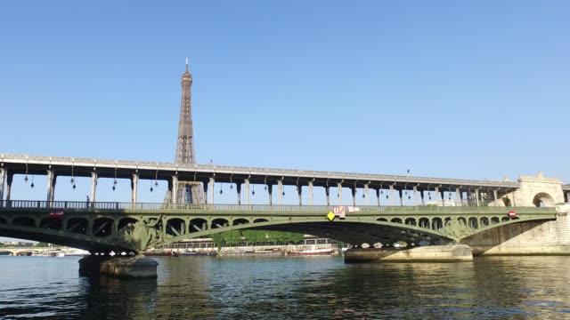 paris, bir-hakeim bridge - pont de bir hakeim stock videos & royalty-free footage