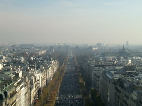 paris: champs-élysées looking east, zoom in - roundabout stock videos & royalty-free footage