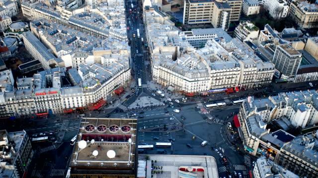 vidéos et rushes de de la ville de paris, en france, time-lapse de la vue du haut - bus