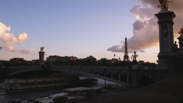 paris cityscape - flussufer stock-videos und b-roll-filmmaterial