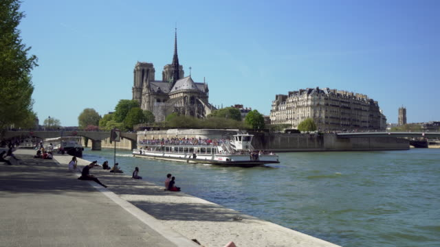 paris, cruise ship on the seine river - river seine stock videos & royalty-free footage