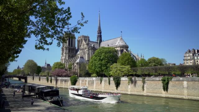 paris, cruise ship on the seine river - notre dame de paris stock videos & royalty-free footage
