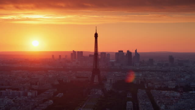 time lapse: paris eiffel tower - eiffel tower paris stock videos & royalty-free footage