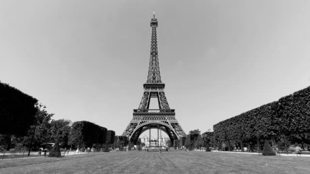 vidéos et rushes de tour eiffel à paris - monument