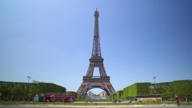 paris, eiffel tower - eiffel tower stock videos & royalty-free footage
