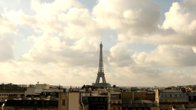 vidéos et rushes de vue de la tour eiffel paris - temps réel